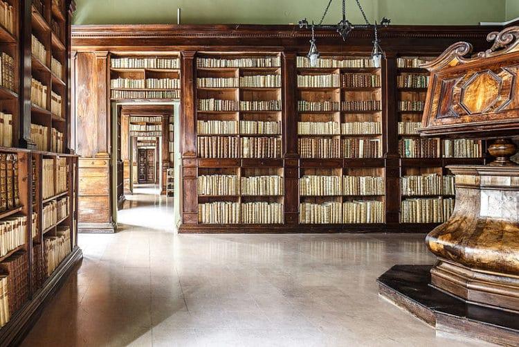 Дворец Гамбалунга и библиотека - достопримечательности Римини