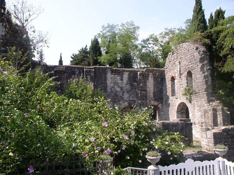 Цандрипшская базилика - достопримечательности Гагры