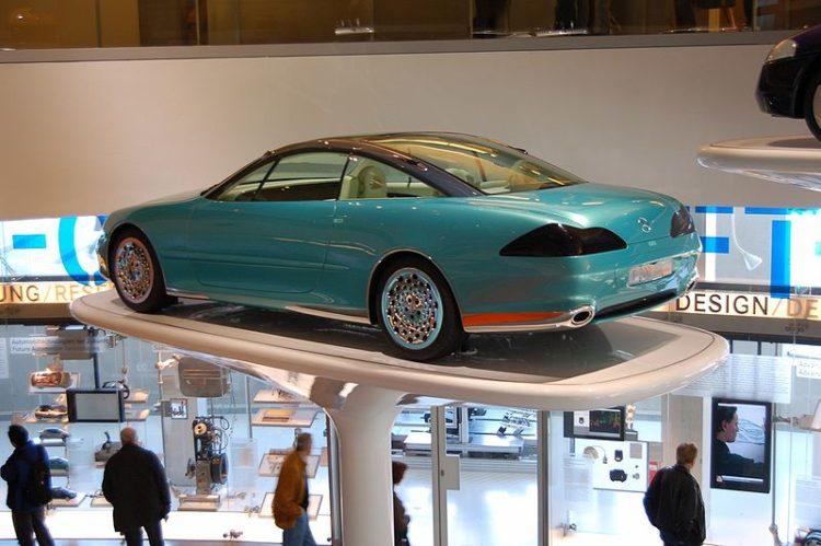 Музей Mercedes-Benz - достопримечательности Штутгарта