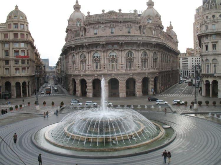 Площадь Феррари - достопримечательности Генуи