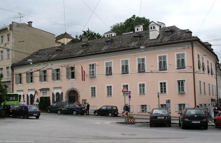 Дом Моцарта - достопримечательности Зальцбурга