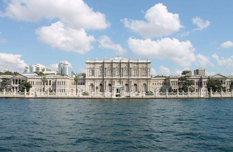 Дворец Долмабахче в Турции