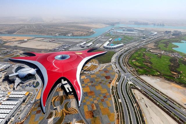 Тематический парк Ferrari World (Абу-Даби)