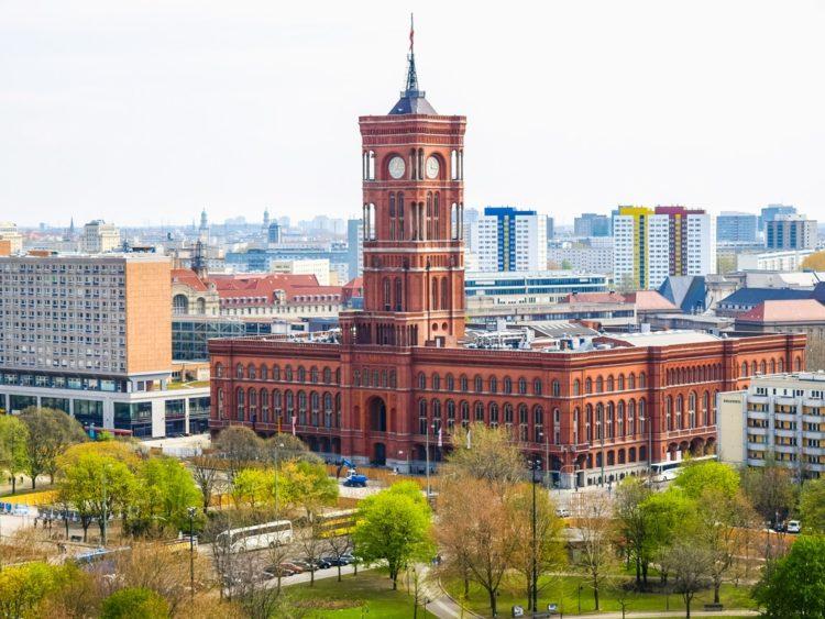 Красная ратуша в Германии