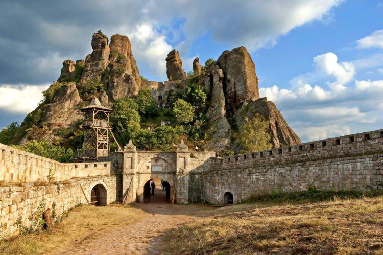 Крепость и скалы Белоградчика в Болгарии