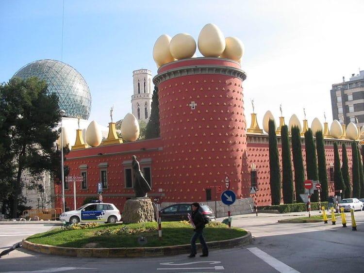 Театр-музей Дали - достопримечательности Жироны