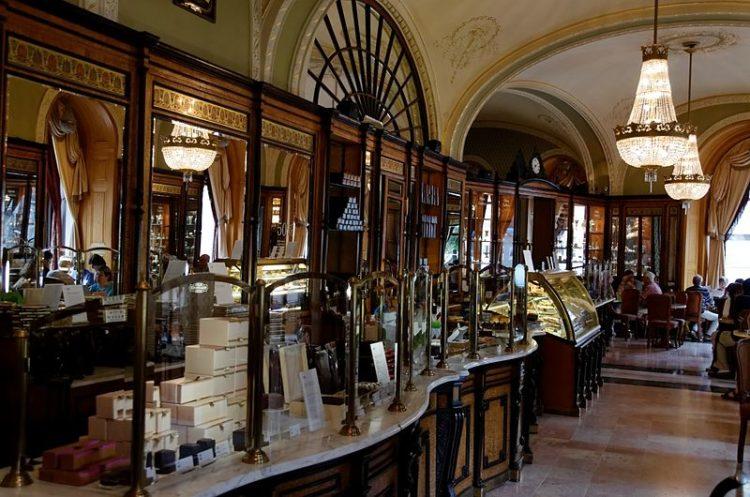 Кафе «Жербо» в Венгрии