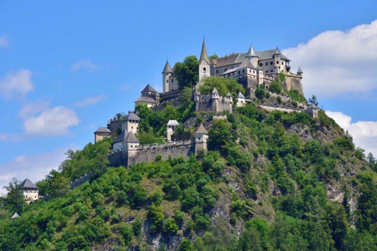 Замок Гохостервитц в Австрии