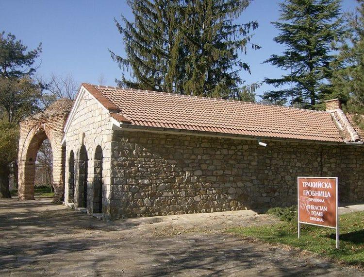 Фракийская гробница в Казанлыке в Болгарии