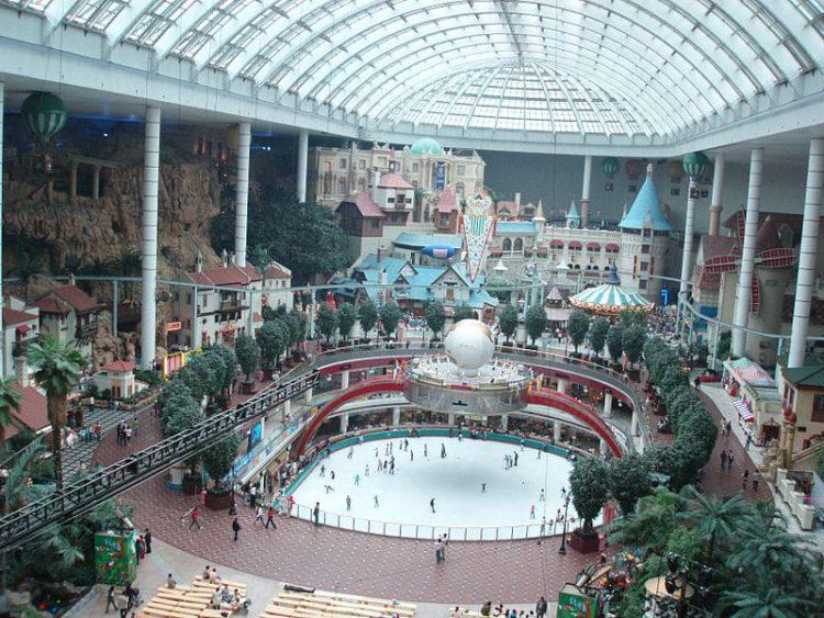 Парк развлечений Lotte World в Южной Корее