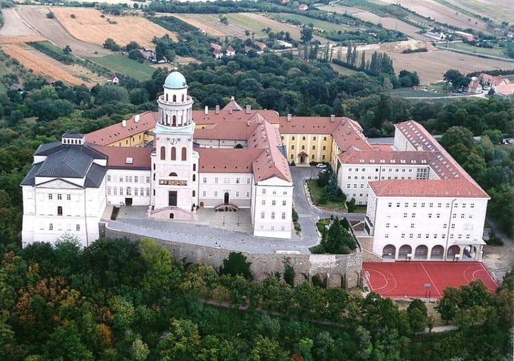 Аббатство Паннонхальма в Венгрии