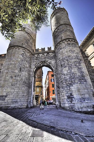 Ворота Порта-Сопрана - достопримечательности Генуи