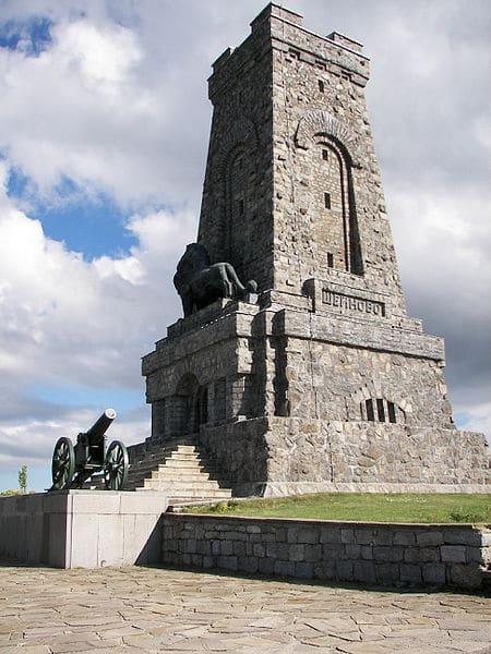 Шипкинский перевал и памятник Свободы в Болгарии