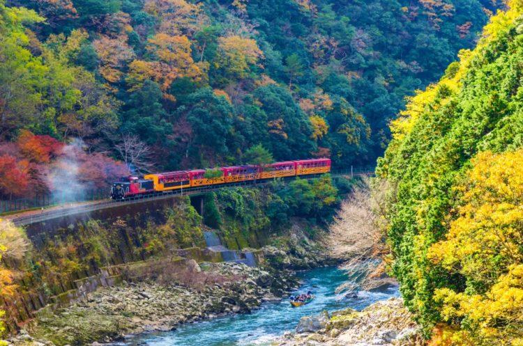 Живописная железная дорога Сагано в Японии