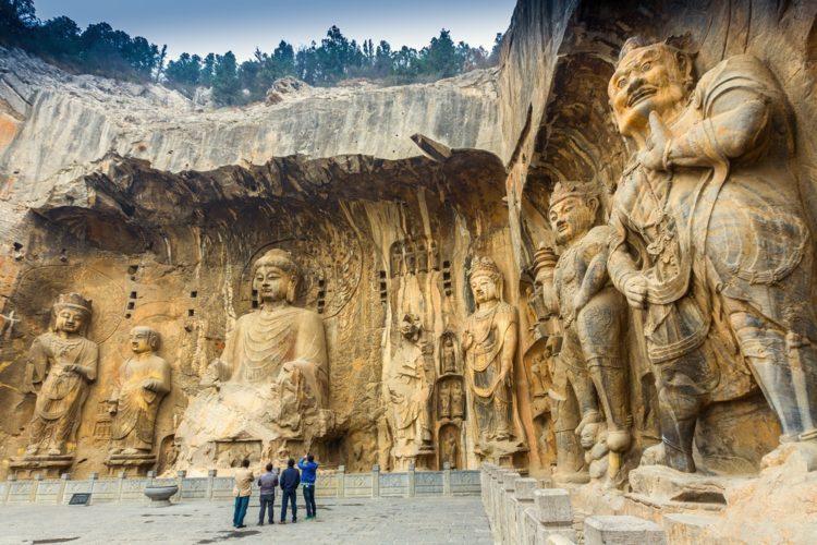 Пещерные храмы Лунмэнь в Китае