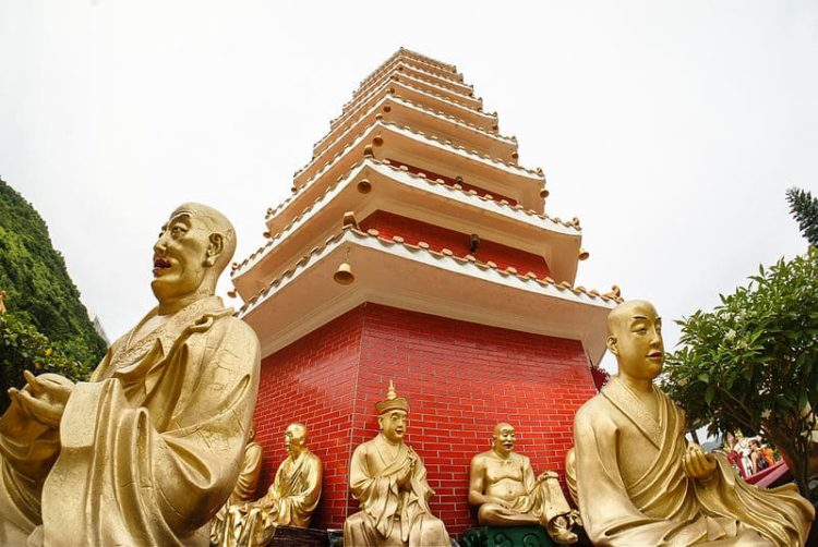 Монастырь Десяти Тысяч Будд в Китае
