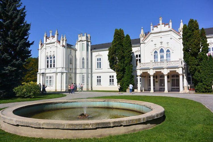 Замок Брунсвик в Венгрии