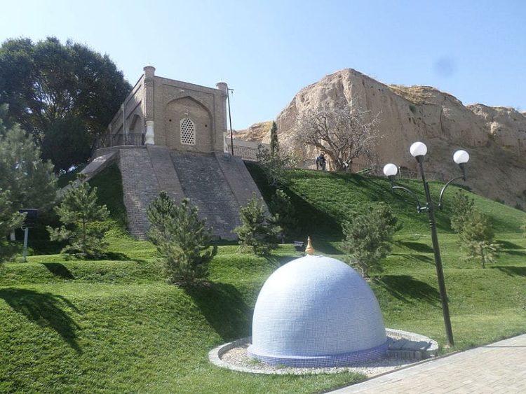 Мавзолей Ходжа Дониер в Узбекистане