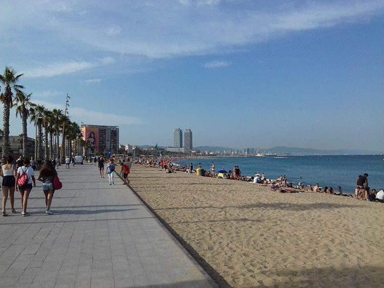 Пляж Барселонетта в Испании
