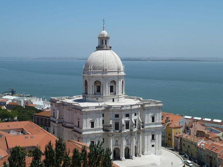Церковь Святой Энграсии в Португалии