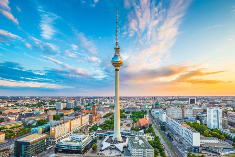 Берлинская телебашня в Германии