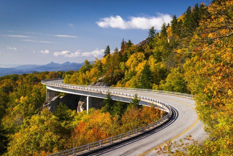 Автомагистраль Блю Ридж в США