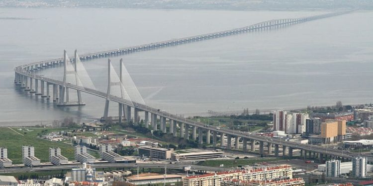 Мост Васко да Гама в Португалии
