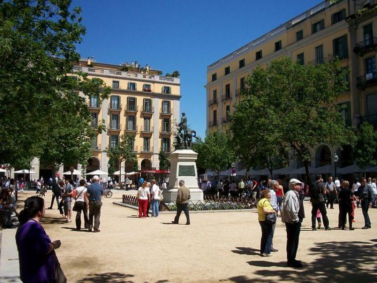 Площадь Независимости - достопримечательности Жироны