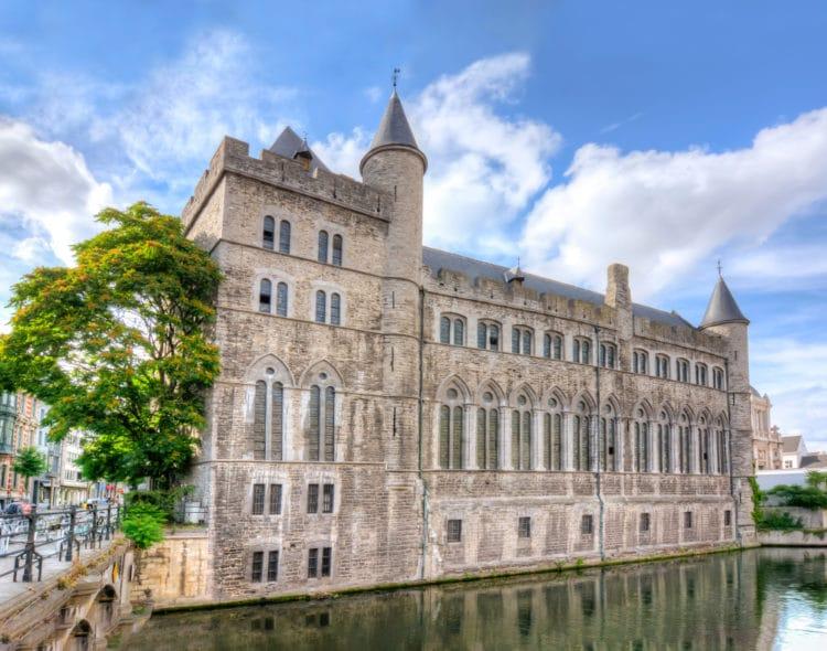 Замок Жерара Дьявола - достопримечательности Гента