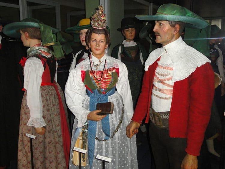 Тирольский музей народного искусства - достопримечательности Инсбрука