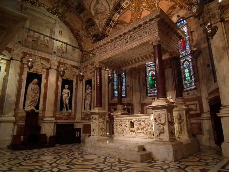 Кафедральный собор Сан-Лоренцо - достопримечательности Генуи