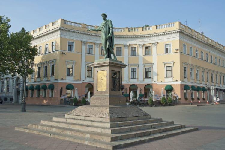 Памятник Дюку де Ришелье - достопримечательности Одессы