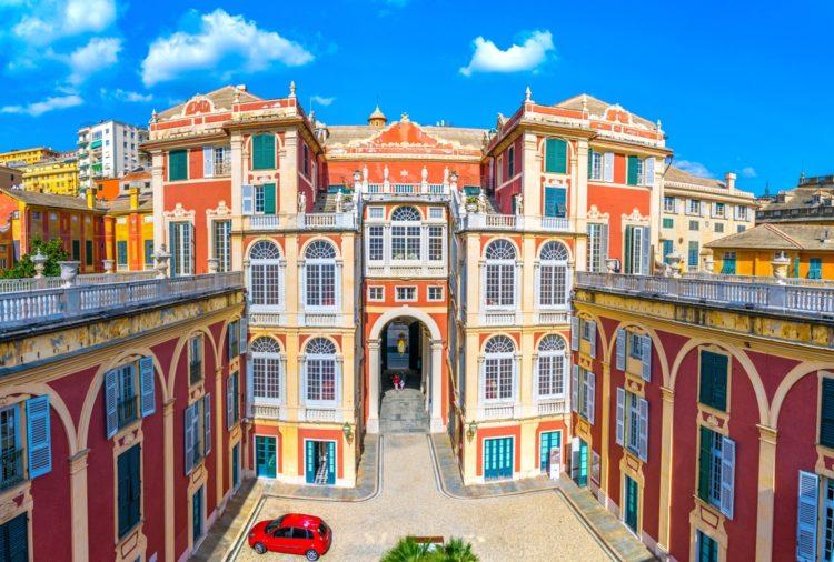 Королевский дворец - достопримечательности Генуи