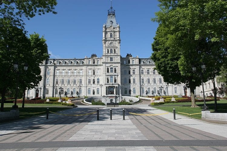 Здание парламента - достопримечательности Квебека
