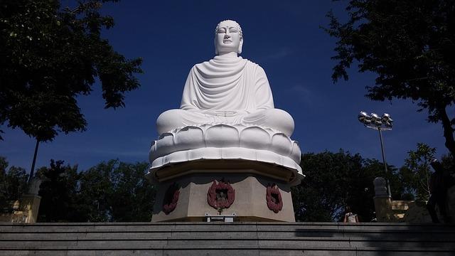 Пагода Лонг Сон - достопримечательности Нячанга