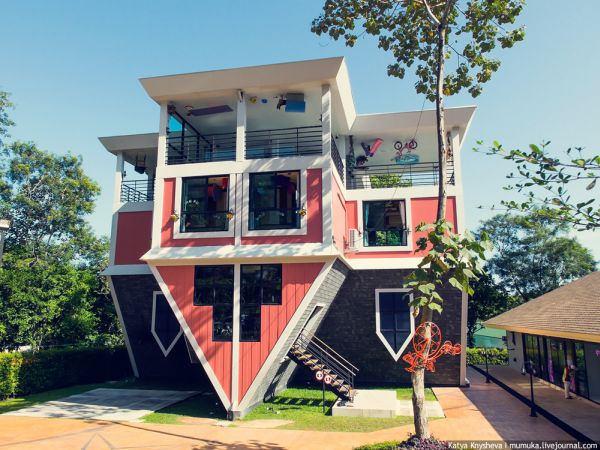 Аттракцион - Перевёрнутый дом - достопримечательности Пхукета