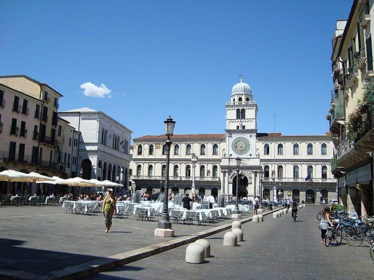 Площадь Синьории - достопримечательности Падуи