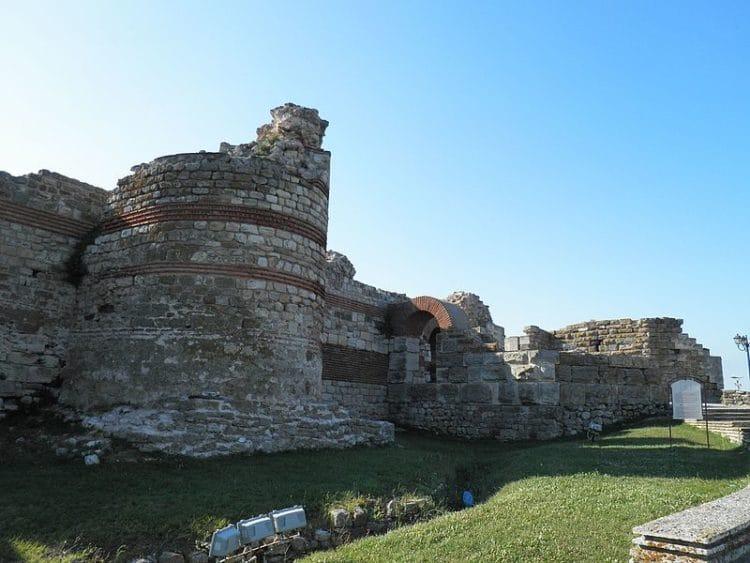 Западная крепостная стена - достопримечательности Несебра