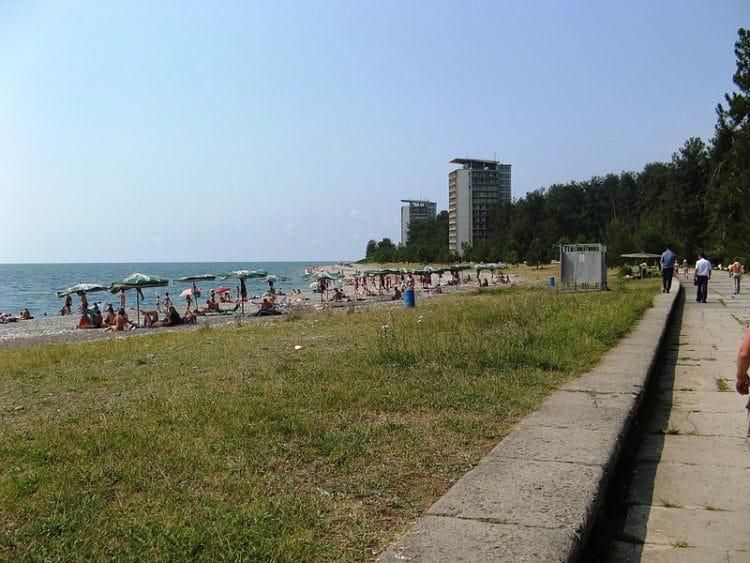 Центральный пляж - достопримечательности Пицунды