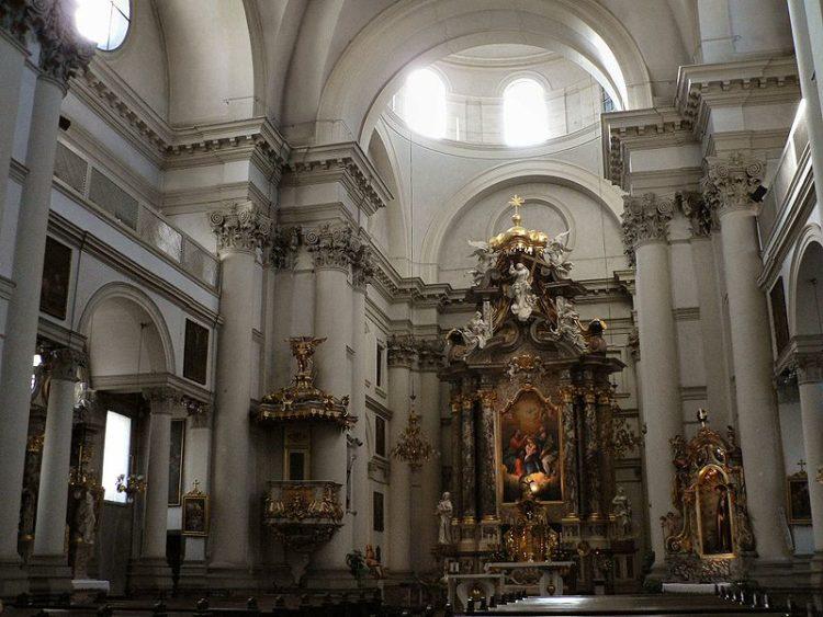 Урсулинская церковь Святой Троицы - достопримечательности Любляны